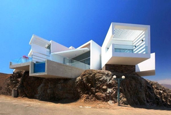Contemporary Style Beach House Architecture