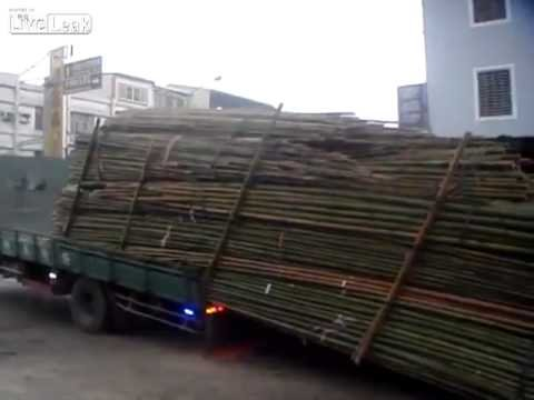 Unloading a Truck – Taiwan Style