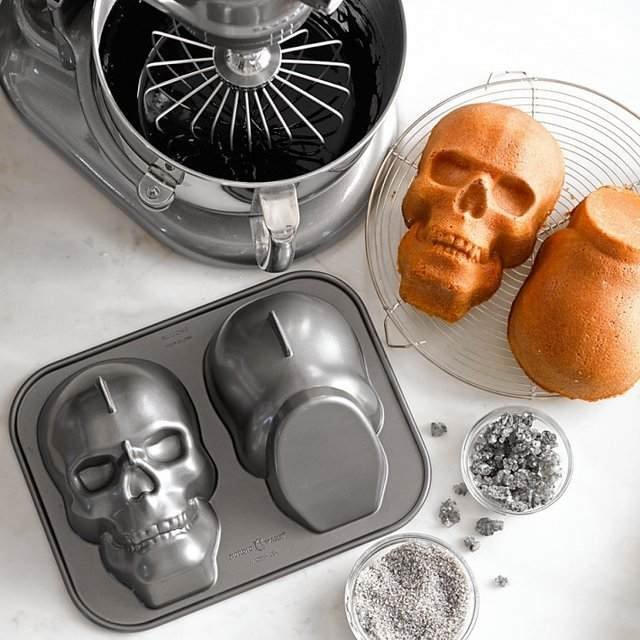 Men's Gear: SKULL CAKE PAN  | Awesome Tech Gadgets Men Want | Coolest Gift Ideas For Guys