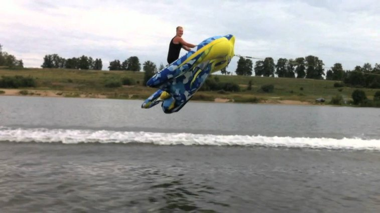 Guy Lifts Off Into the Air & Flies Over Water on an Inflatable Kite Tube
