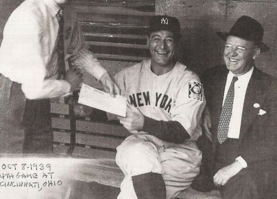 Photo of the Day: When Frank Sinatra met Lou Gehrig