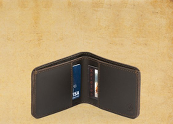 Saddleback Leather Small Wallet Review : 101 or Less