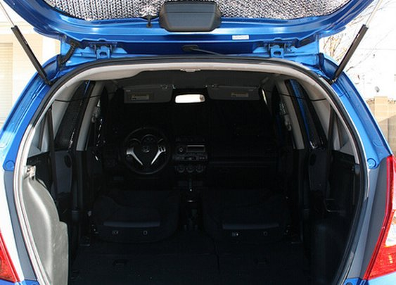 Setting up a Honda Fit for car camping – a set on Flickr