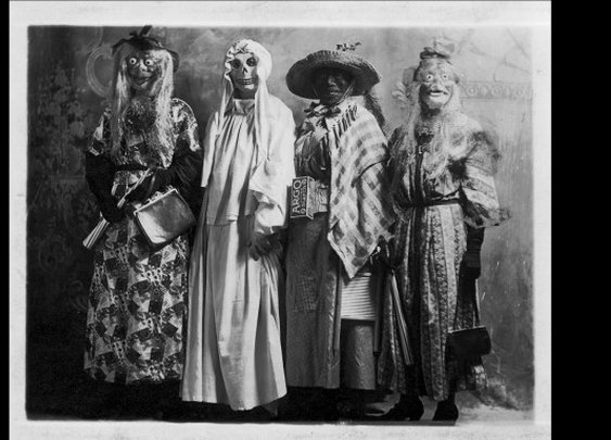19 Deeply Horrifying Vintage Halloween Costumes