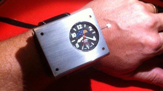 Bathys Hawaii unveils atomic wristwatch