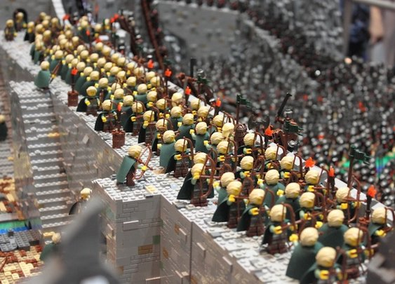 Mind-Blowing LEGO Recreation of LOTR's Helm's Deep Battle - My Modern Metropolis