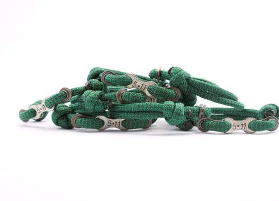 Paracord Bracelet in Memory of an Event with by DesignedTurning