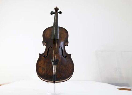 Titanic violin fetches record price $1.4 million