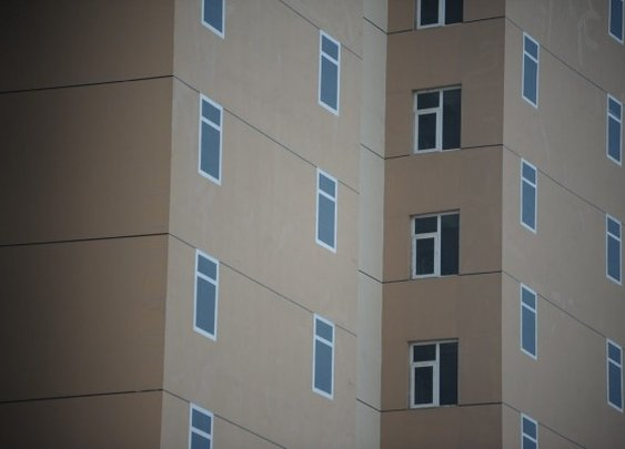 "Chinese ""Beautiful Scenery"" Apartments Troll Tenants With Painted-On Windows"