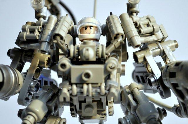 User-Created LEGO Mecha Playset To Hit Production | Geekologie