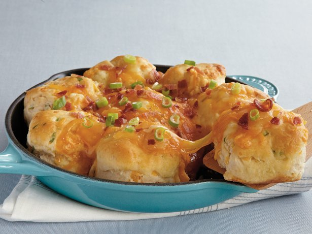 Cheesy Bacon Pull-Apart Biscuits recipe from Betty Crocker