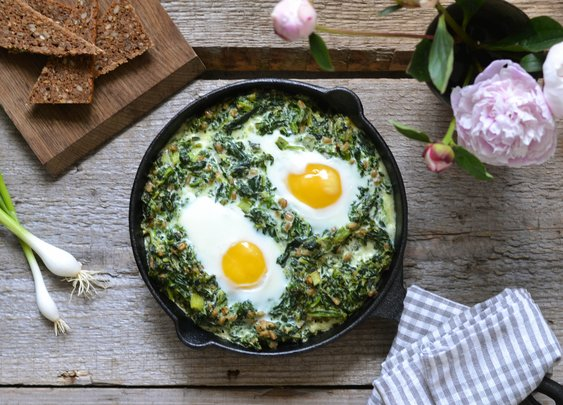 Savory breakfast with creamy spinach and eggs