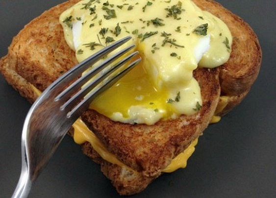 This Eggs Benedict Swaps English Muffin for a Grilled Cheese Sandwich |Foodbeast
