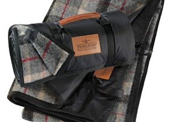 Pendleton Woolen Mills: ROLL-UP BLANKET