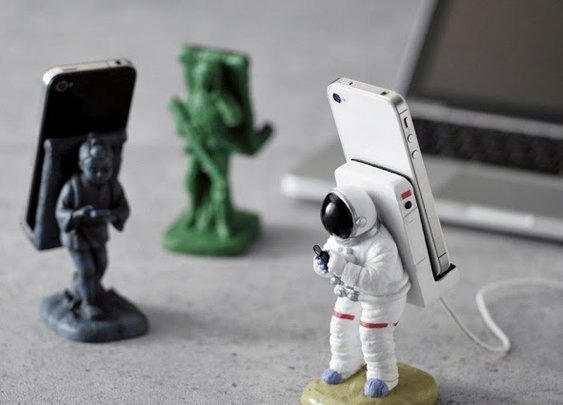 Astronaut Smartphone Holder