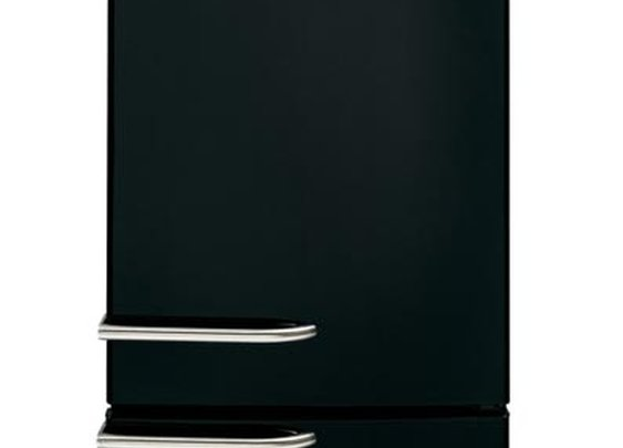 Black & white appliances never looked so cool!  GE Artistry™ appliances - iconic American design