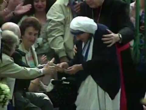 Penn And Teller BS Christopher Hitchens on Mother Teresa - YouTube