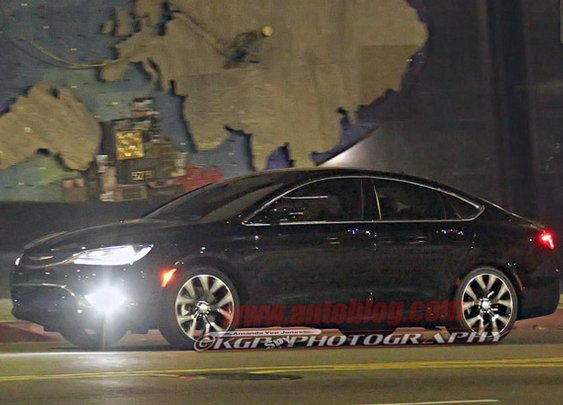 Looks like the new Chrysler 200 was caught in the nude!