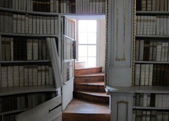 Secret Bookcase Door in Library | StashVault