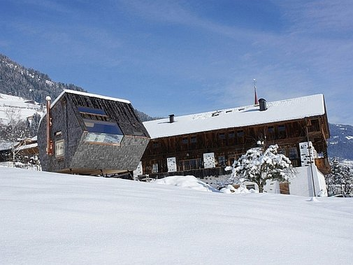 Exclusive Tiny Mountain Cabin Promises A Picture-Perfect Escape!