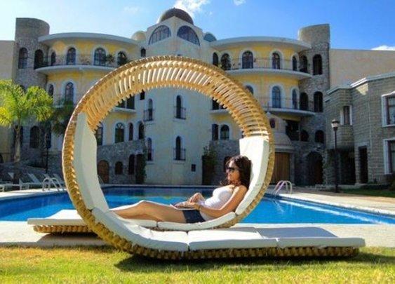 Loopita Bonita Chaise Longue Chair Design by Victor M. Aleman