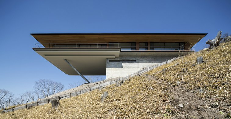 Mountain Ridge Hosting Dramatic Modern Architecture: House in Yatsugatake