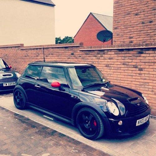 R53 black, red mirrors, 5 spoke wheels