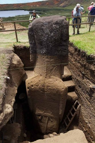 Easter Island's Statues Reveal Bodies Covered With Unknown Ancient Petroglyphs - MessageToEagle.com