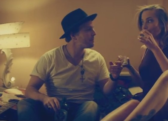 "Gavin DeGraw Is On The Run In New ""Make A Move"" Video 