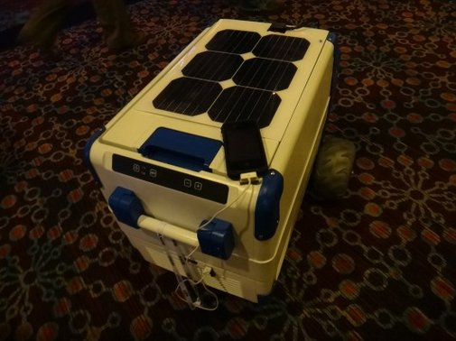 Solar Cooler keeps drinks cold using the sun instead of ice