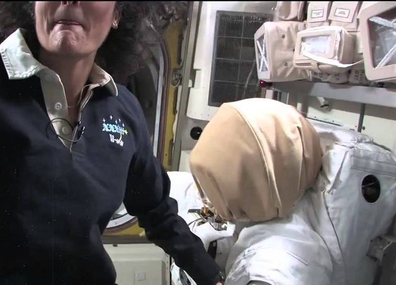 Departing Space Station Commander Provides Tour of Orbital Laboratory - YouTube