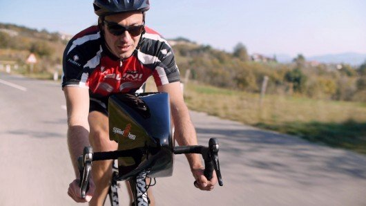 Speed Up Bag carries cyclists' stuff and reduces drag