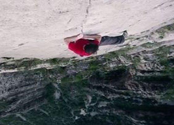 Man Makes History by Climbing 1,500-Foot El Sendero Luminoso with No Net