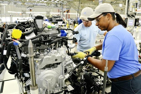 Volkswagen workers reject UAW in huge blow to union