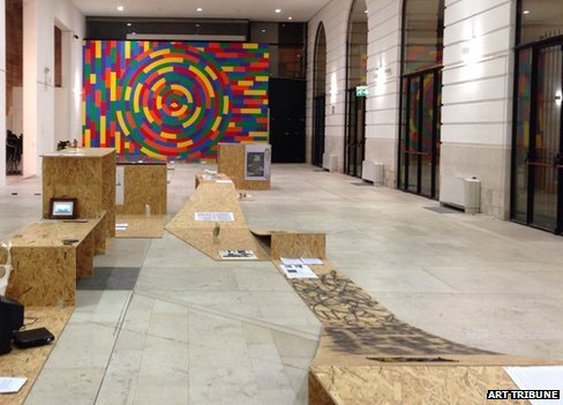 BBC News - Cleaner throws out 'rubbish' Sala Murat artwork