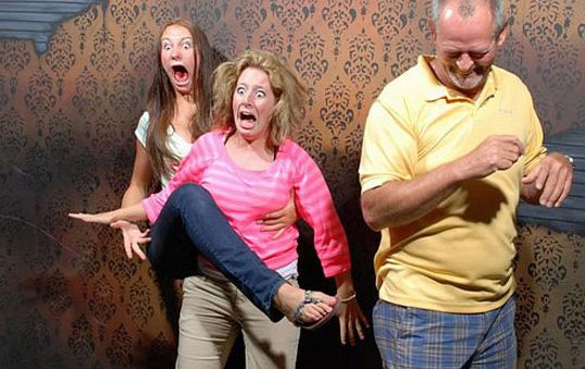 A Haunted House Snaps Photos At The Scariest Moment Of The Tour... And I Can't Stop Laughing