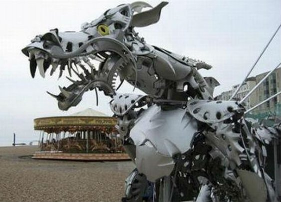 22 Amazing Sculptures Made With Hubcaps