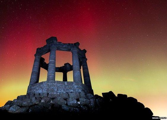 BBC News - Northern Lights illuminate the UK