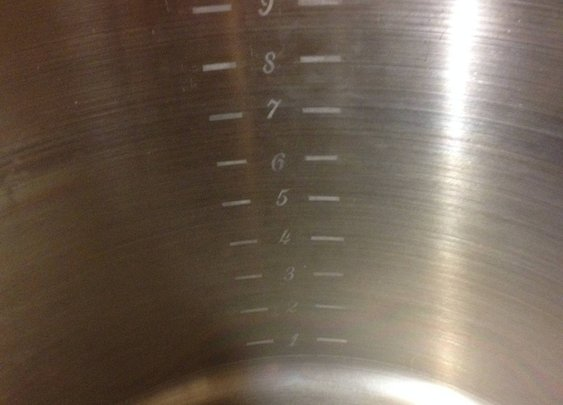 How to add permanent volume markings to a kettle. - Imgur