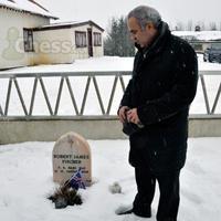 Historic Moment For Chess: Kasparov at Fischer's Grave - Chess.com