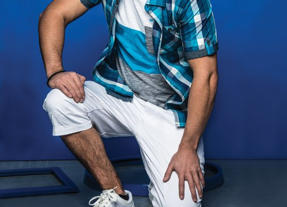 Chemise à carreaux + T-Shirt col rond à motif blocs + Capri en denim Jack