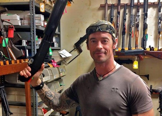 Former Navy SEAL shot in broad daylight chases after suspects before going to hospital
