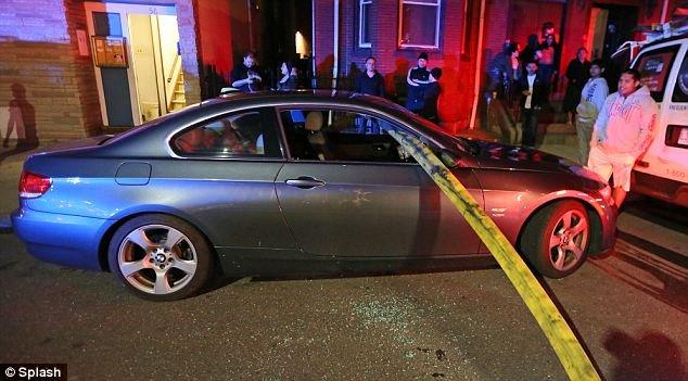 رجال الإطفاء كسروا نوافذ هذه السيارة ليصلوا الى  صنبور النار