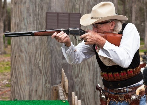 Speed shooting in Cowboy Action
