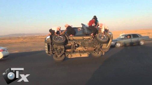 Saudis Changing Wheels While Driving!