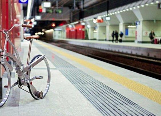 Sada hubless bike folds down to the size of an umbrella