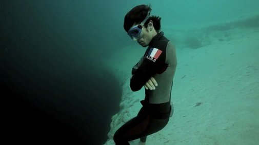 Man Jumps Into World's Largest Underwater Sinkhole - With NO Scuba Gear