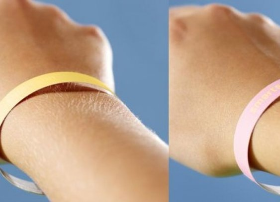 Smartsun wristband turns pink when it's time to make for the shade