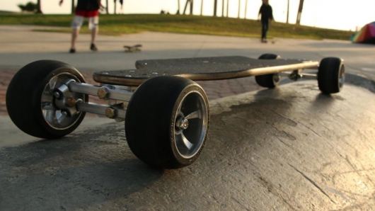 Lean Skateboard initiates sure turns with tilting, multi-link wheels