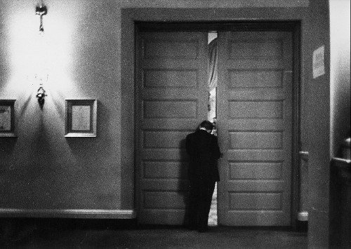 How to Enter a Room Like a Boss | The Art of Manliness
